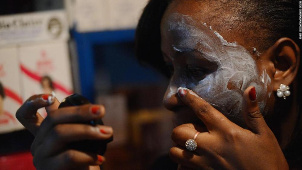 190114191911-woman-bleaching-face-in-africa-super-169