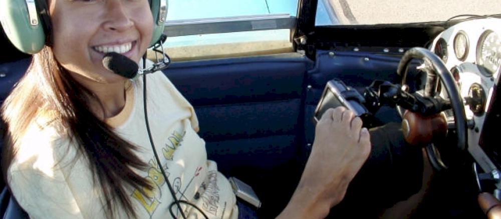 Jessica-Cox-is-a-pilot