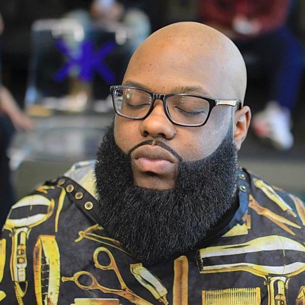 A-man-with-full-beards-Source-Vibeng-600x600