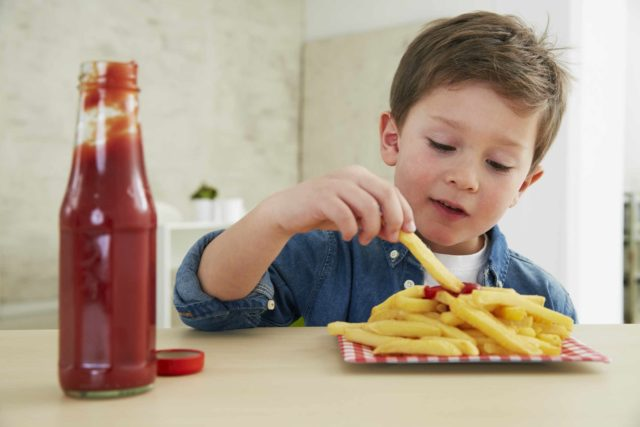 Boy-eating-ketchup-and-fries-640x427