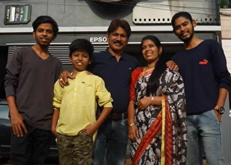 Ravi-Hongal-and-his-family